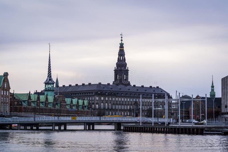 Chapiteles del palacio de Christiansborg, Copenhague, Dinamarca fotografía de archivo libre de regalías