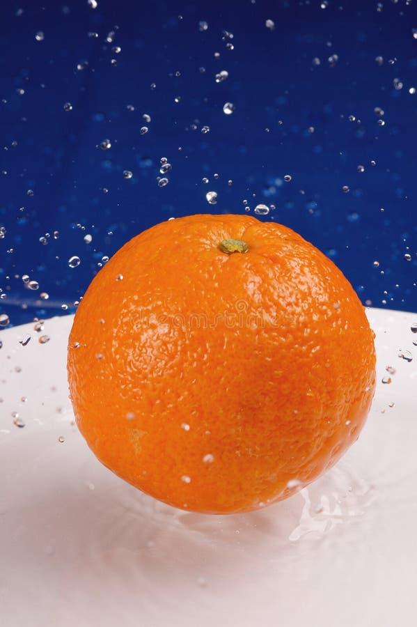Chapoteo anaranjado imagen de archivo