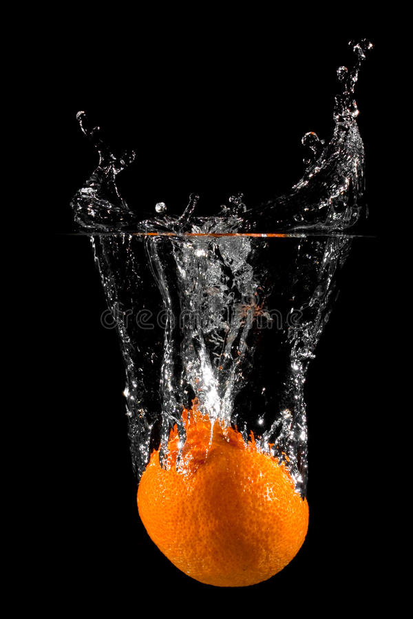 Chapoteo anaranjado de la fruta fotos de archivo