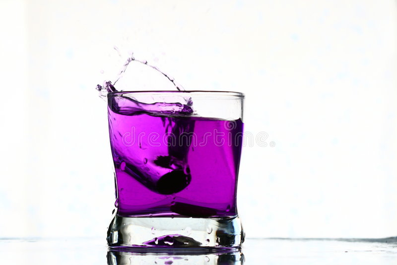 Chapoteo de la bebida de Coctail imagen de archivo libre de regalías