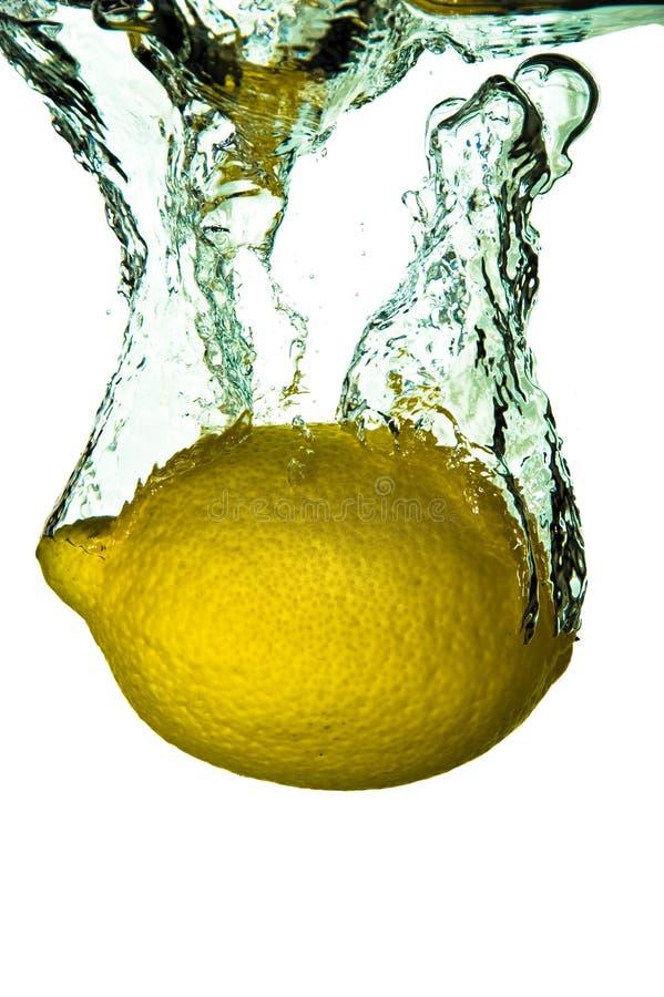 Chapoteo de la fruta del limón de la fruta cítrica fotos de archivo libres de regalías