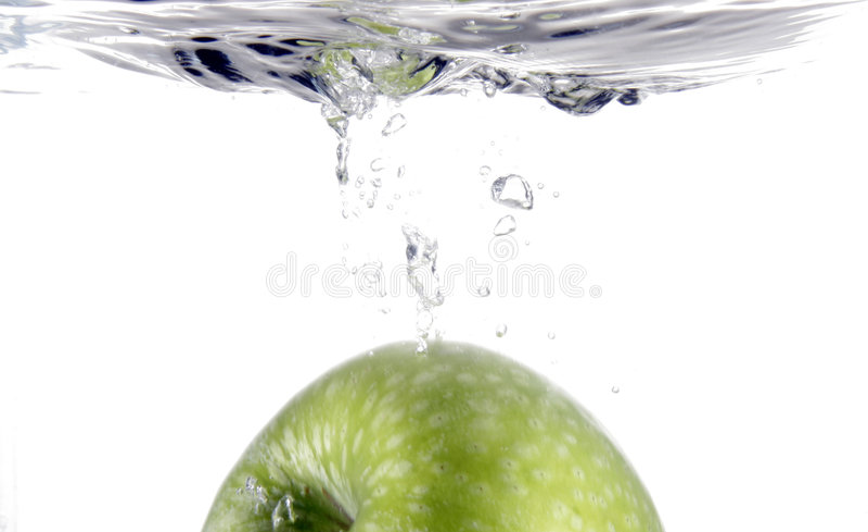 Chapoteo de la manzana foto de archivo libre de regalías