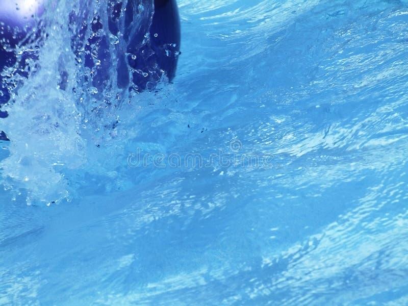 Chapoteo de la piscina foto de archivo
