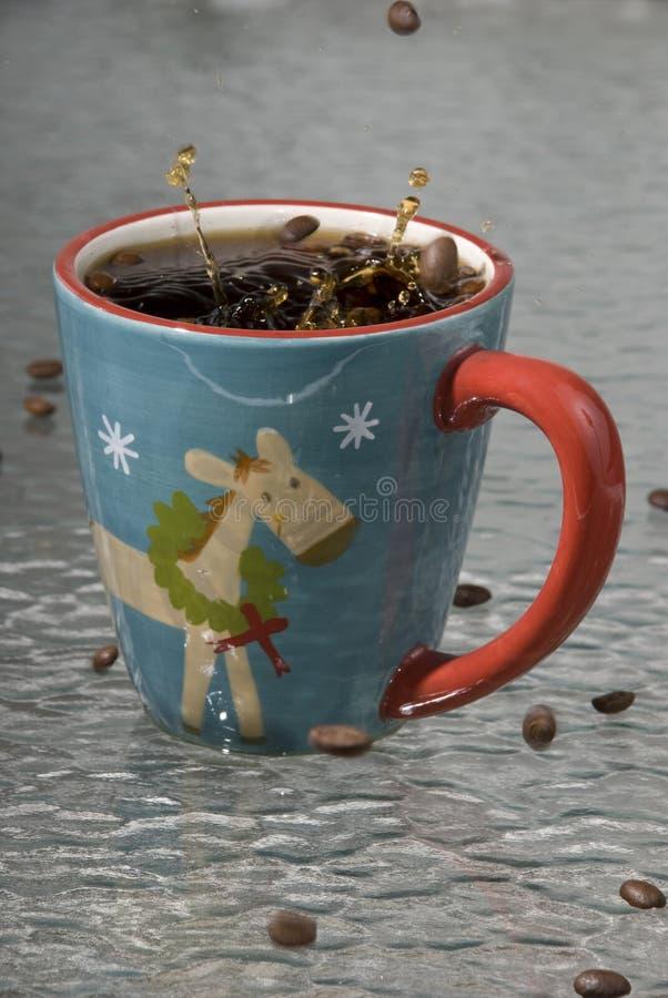 Chapoteo del grano de café fotografía de archivo