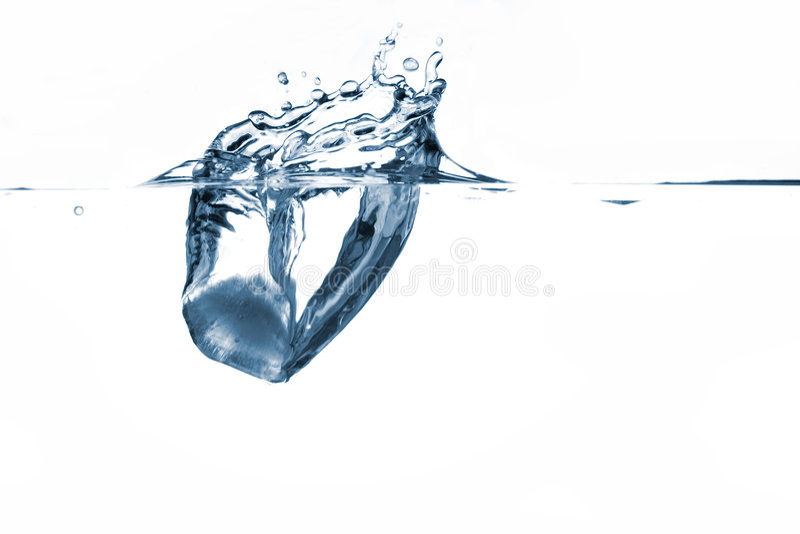 Chapoteo del hielo foto de archivo