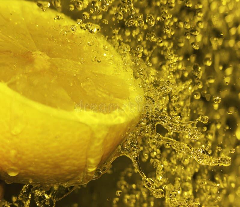 Chapoteo del limón imagen de archivo