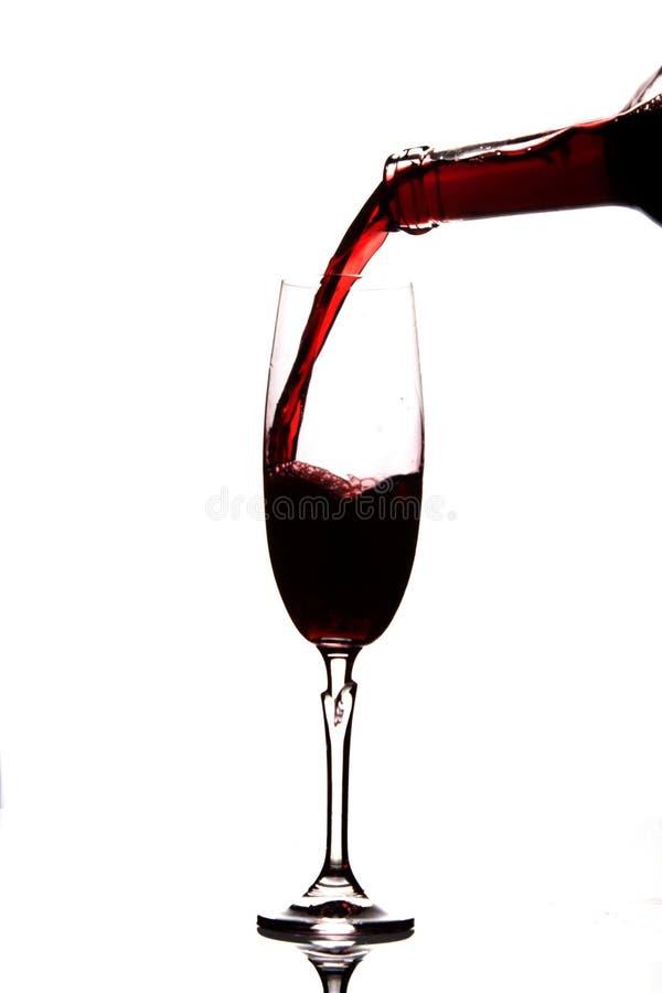 Chapoteo del vino en el vidrio fotografía de archivo