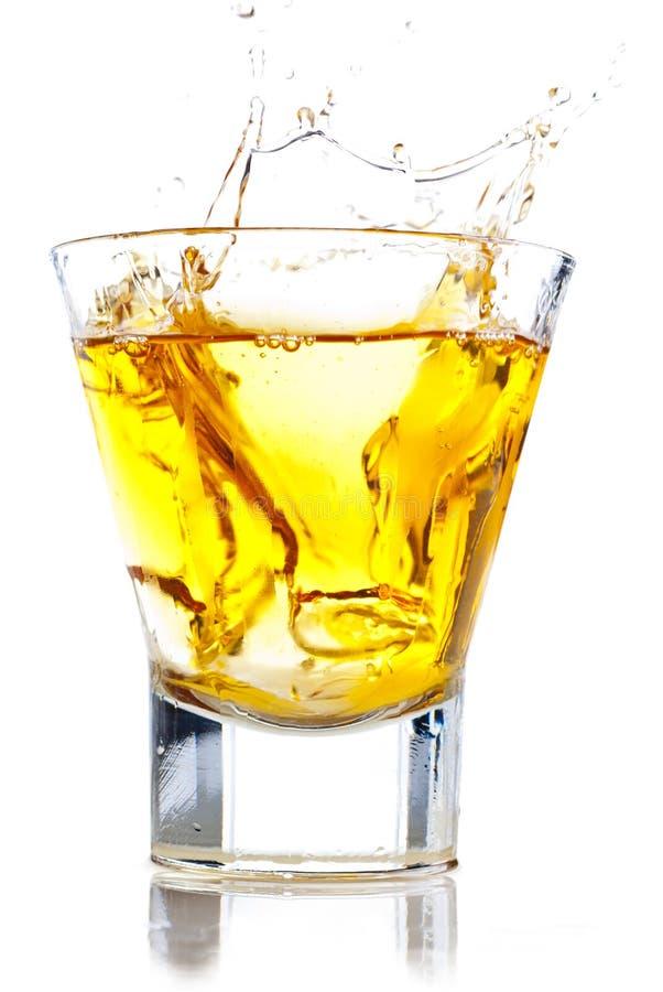 Chapoteo del whisky imágenes de archivo libres de regalías