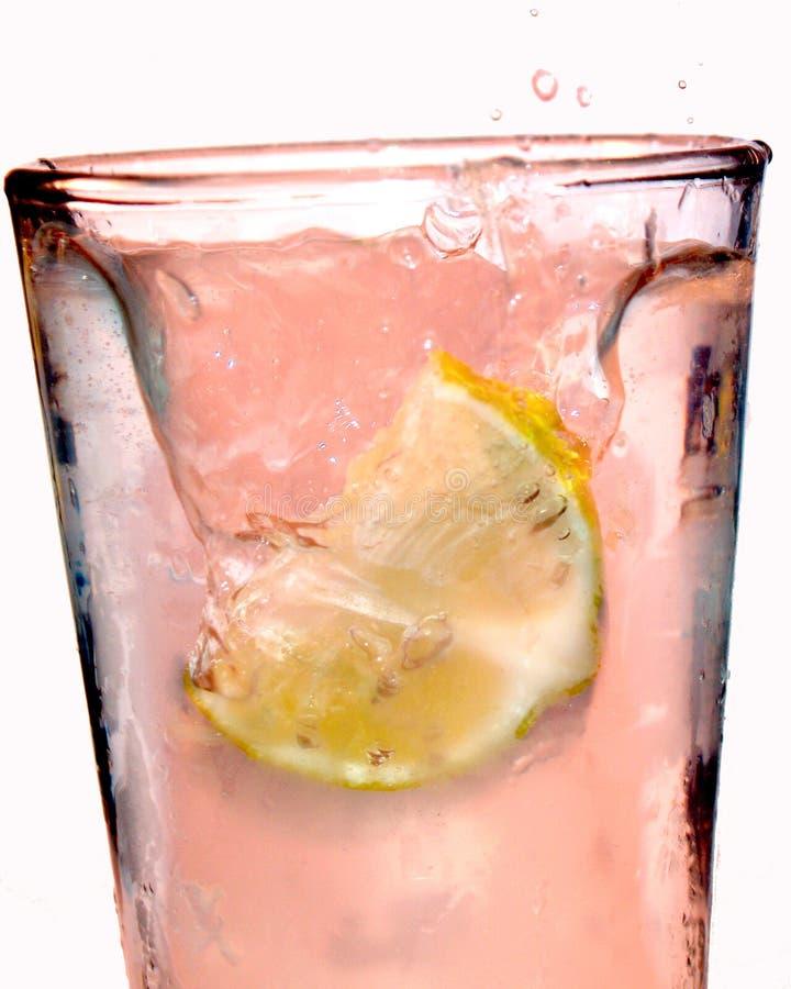 Chapoteo rosado de la limonada fotografía de archivo libre de regalías