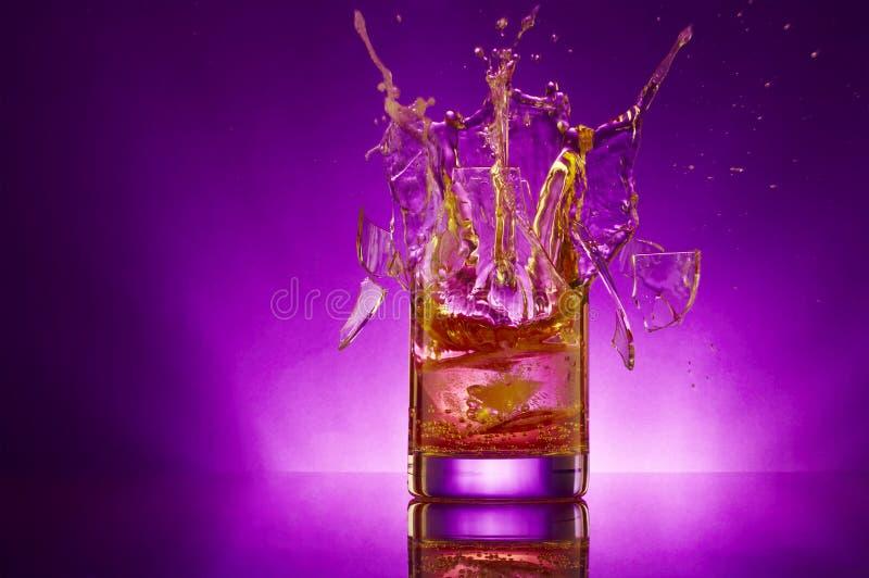 chapoteo violeta imagen de archivo