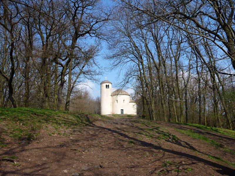 Chappel de St George en haut de déchirure de montagne dans la République Tchèque photo libre de droits