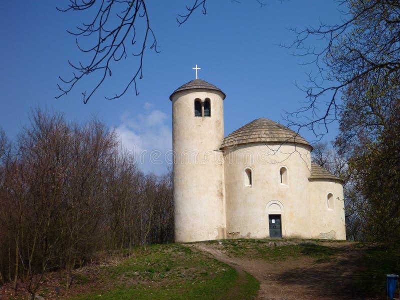 Chappel de St George en haut de déchirure de montagne dans la République Tchèque photos libres de droits