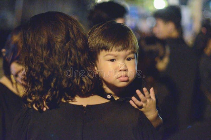 Chaque personne thaïlandaise aime le roi photographie stock