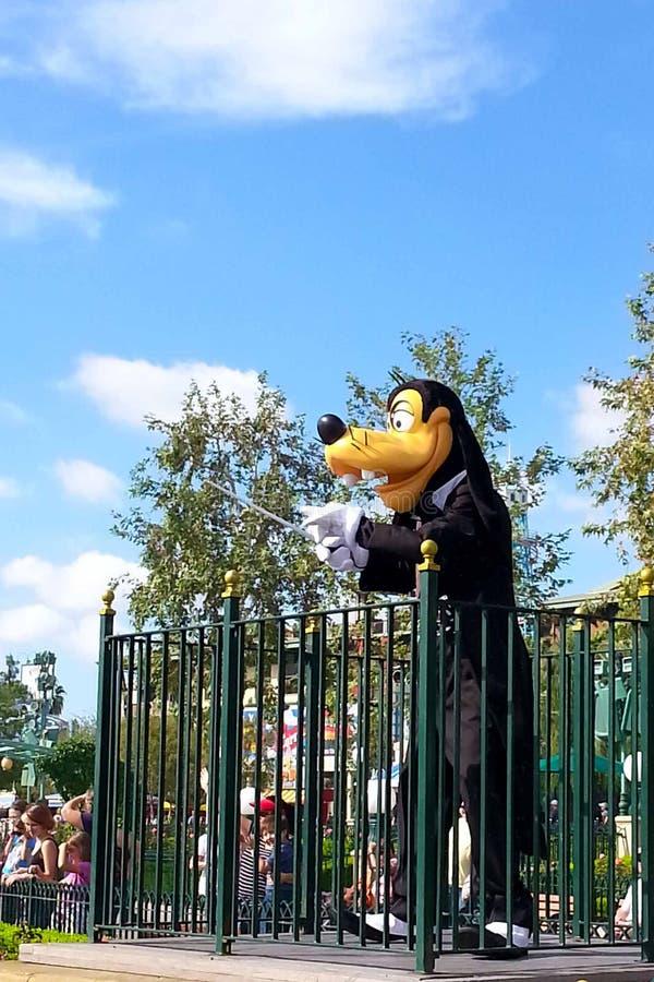 Charakterów prowadzeń Niemądra orkiestra przy Disneyland Kalifornia przygodą zdjęcia stock