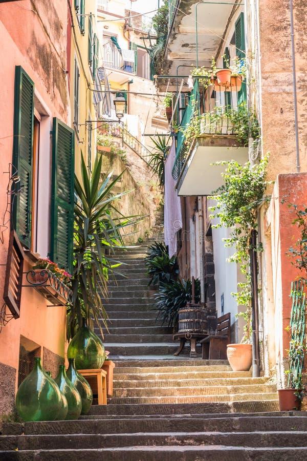 Charakteristische italienische Straße in Monterosso, Cinque Terre lizenzfreies stockfoto