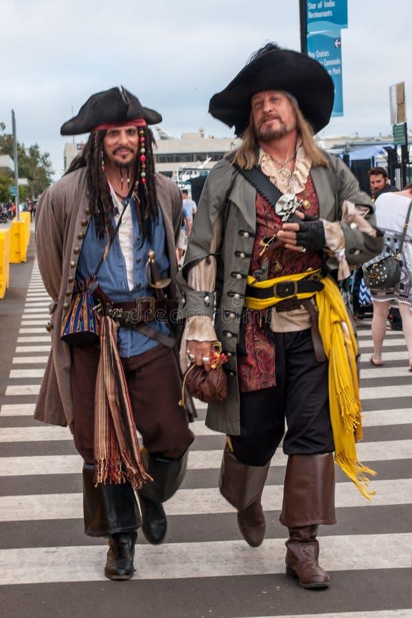 Charaktery ubierali jak piraci w San Diego, Kalifornia fotografia stock