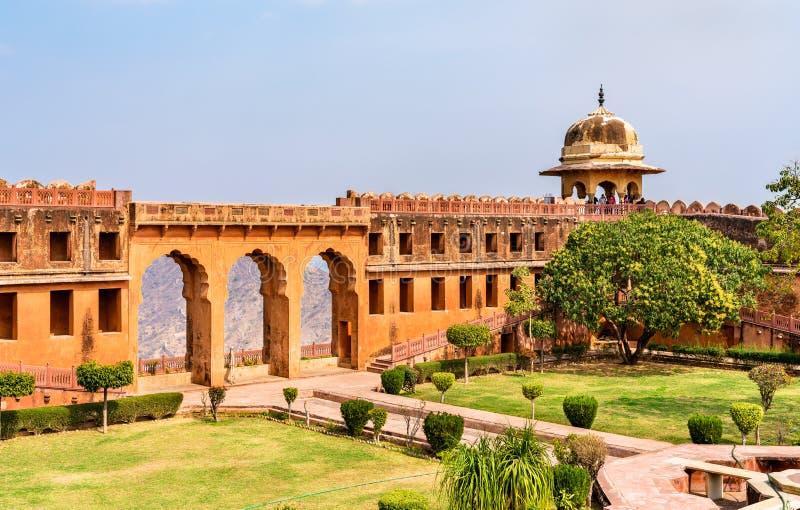 Charbagh trädgård av det Jaigarh fortet i Jaipur - Rajasthan, Indien arkivbild