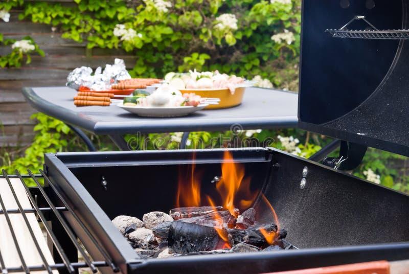 Charbon brûlant de BBQ photo stock