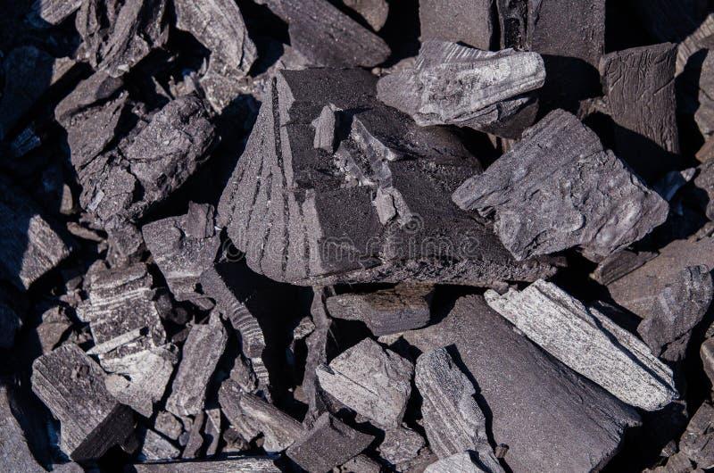Charbons de forgerons br?lant pour le travail de fer, fond photo libre de droits