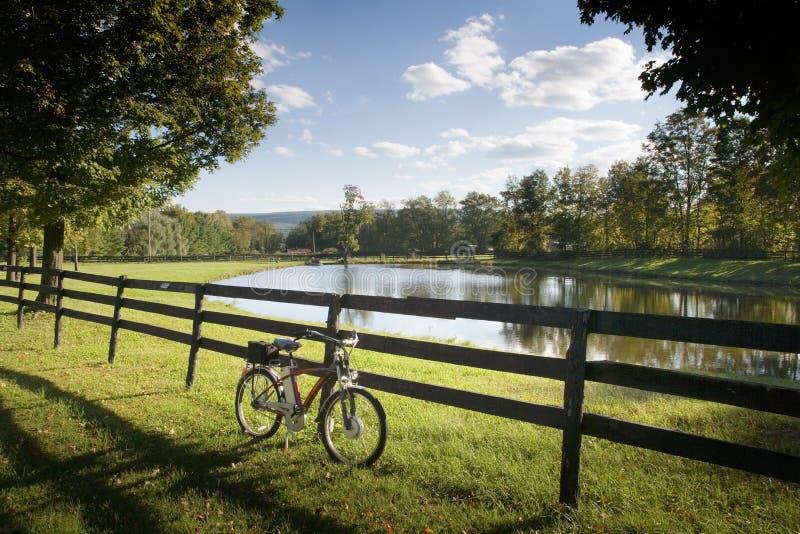 Download Charca foto de archivo. Imagen de bicicleta, anaranjado - 1287636