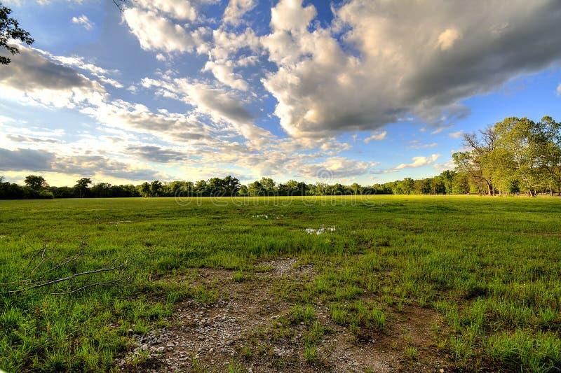 Charca del cielo nublado imagen de archivo