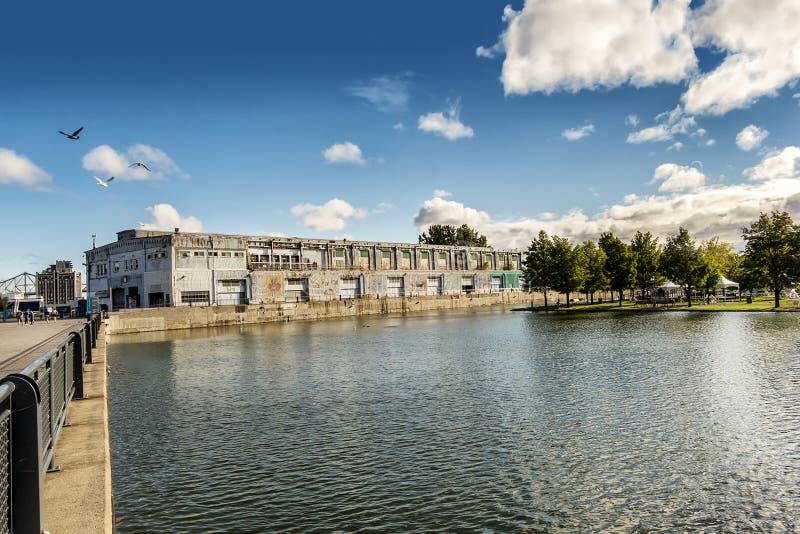 Charca en el puerto viejo de Montreal imagen de archivo libre de regalías
