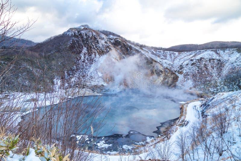 Charca escénica de Oyunama en el valle de Jigokudani o del infierno, Noboribetsu Ho foto de archivo libre de regalías