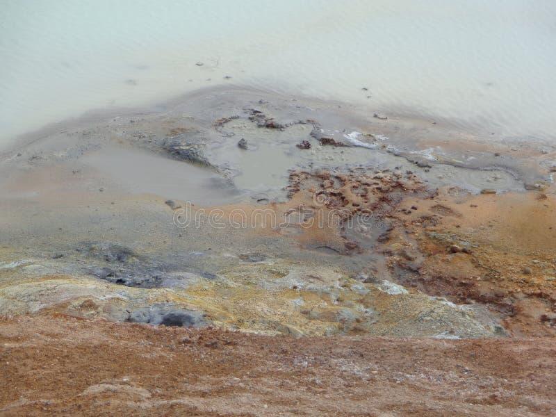 charco de fango volcánico imágenes de archivo libres de regalías