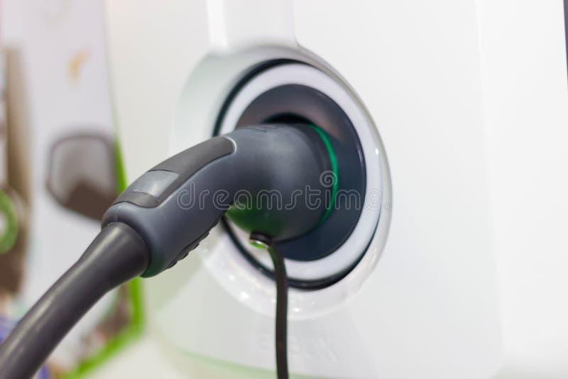 Charger la batterie pour les nouvelles innovations des véhicules à moteur de voiture images libres de droits