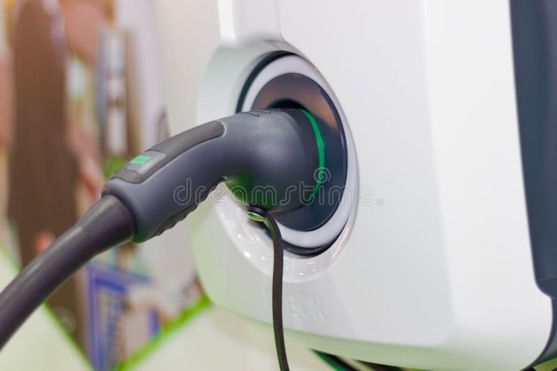 Charger la batterie pour les nouvelles innovations des véhicules à moteur de voiture l'alimentation d'énergie photos libres de droits