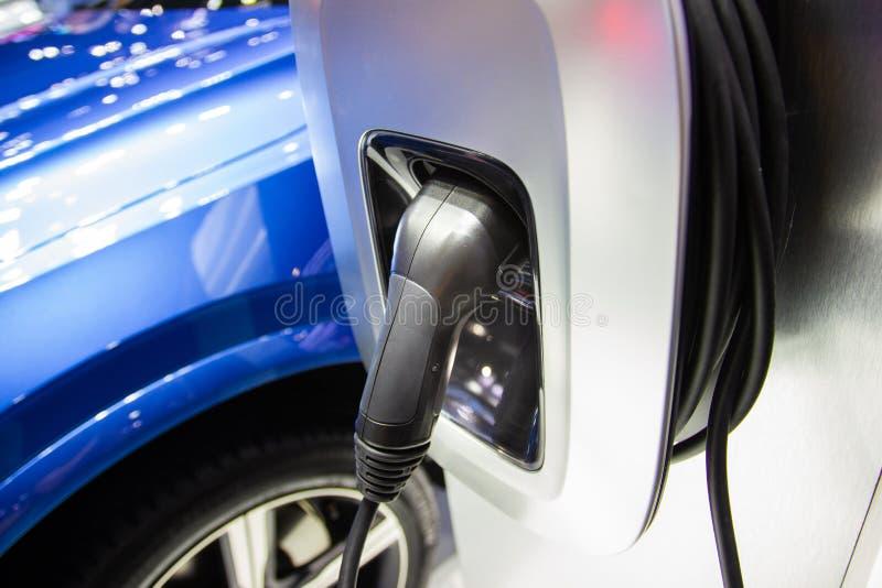 Charger la batterie pour les nouvelles innovations des véhicules à moteur de voiture l'alimentation d'énergie images stock