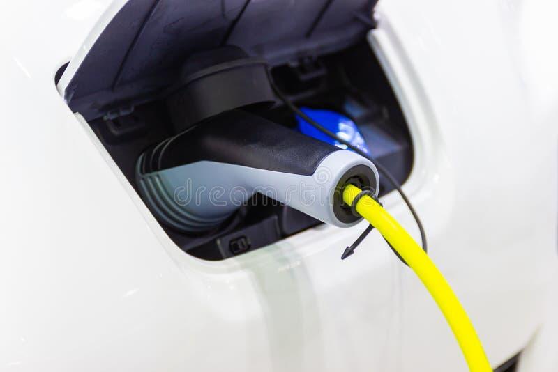 Charger la batterie pour les nouvelles innovations des véhicules à moteur de voiture l'alimentation d'énergie photos stock