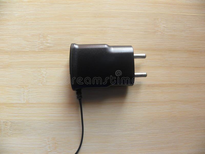 chargeur masculin de téléphone portable de 2 bornes images stock