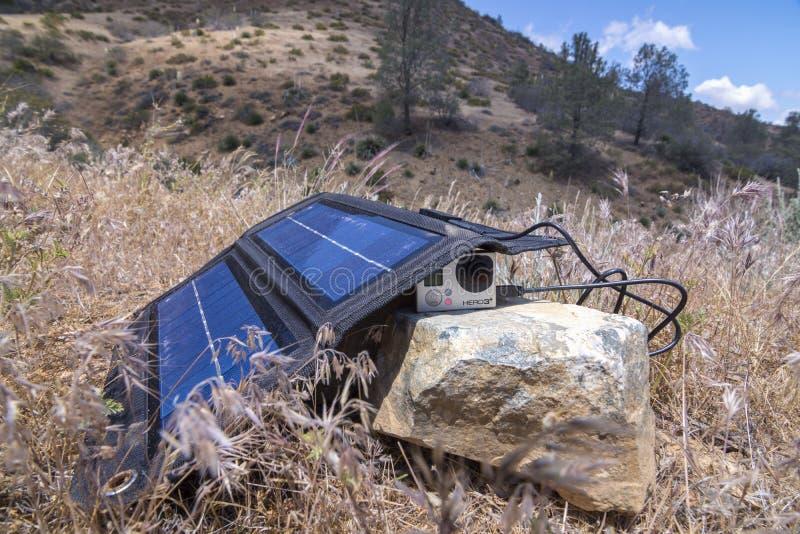 Chargeur solaire pour l'appareil-photo de GoPro photo libre de droits