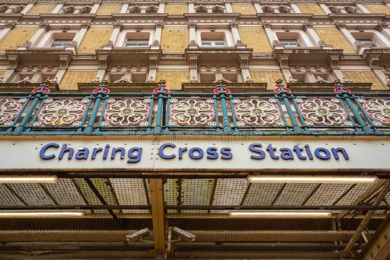 Charing Cross-post in Londen, het UK royalty-vrije stock foto's