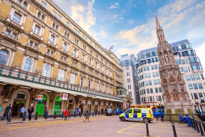 Charing Cross stacja w Londyn, UK zdjęcie stock