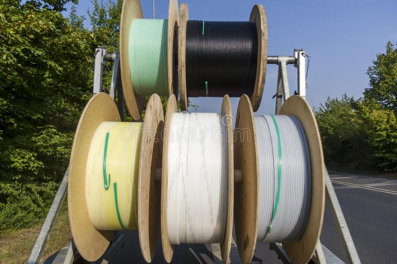 Chariot à tambour de câble comme remorque pour l'expansion de grille et la pose des canalisations d'alimentation image libre de droits