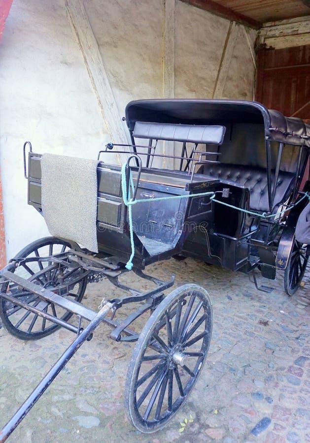 Download Chariot старый стоковое изображение. изображение насчитывающей городок - 81803683