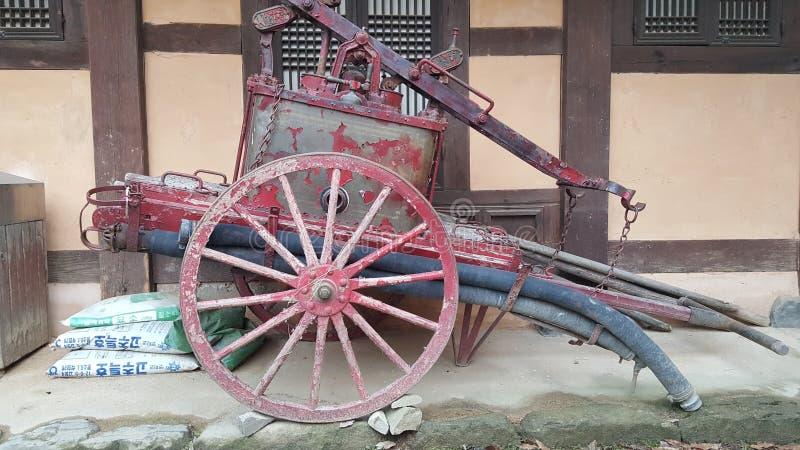Chariot antique de camion de pompiers photographie stock