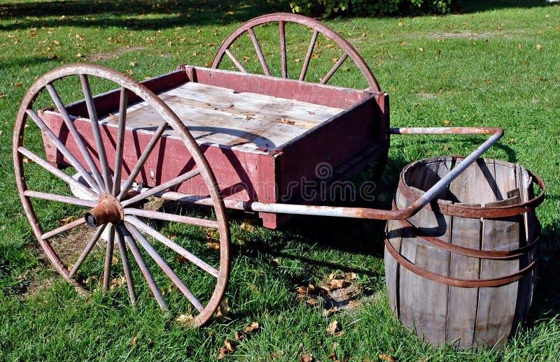 Chariot antique de main images stock