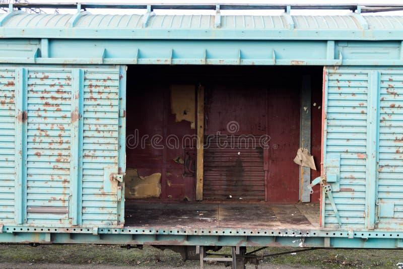 Chariot avec des portes ouvertes photographie stock