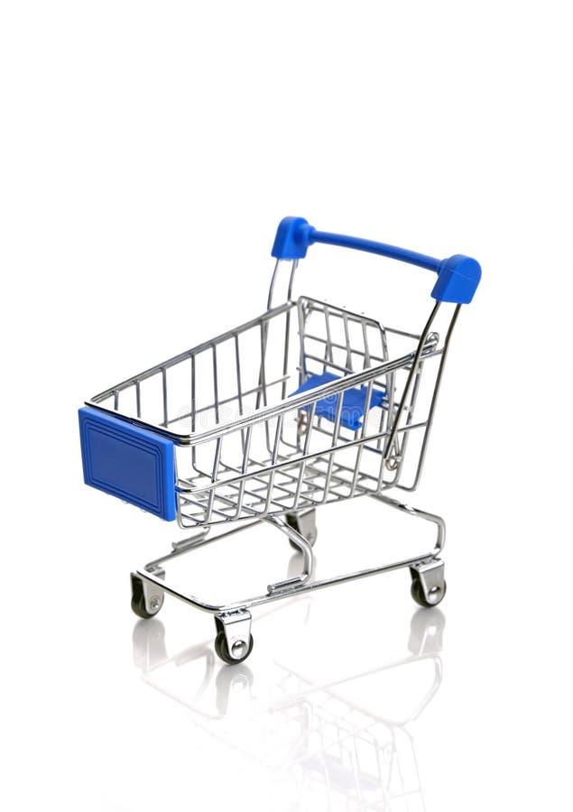 Chariot bleu à achats photo stock