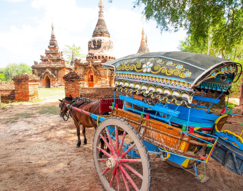 Chariot de cheval et complexe de pagoda de Daw Gyan, Ava, Myanmar 3 image libre de droits