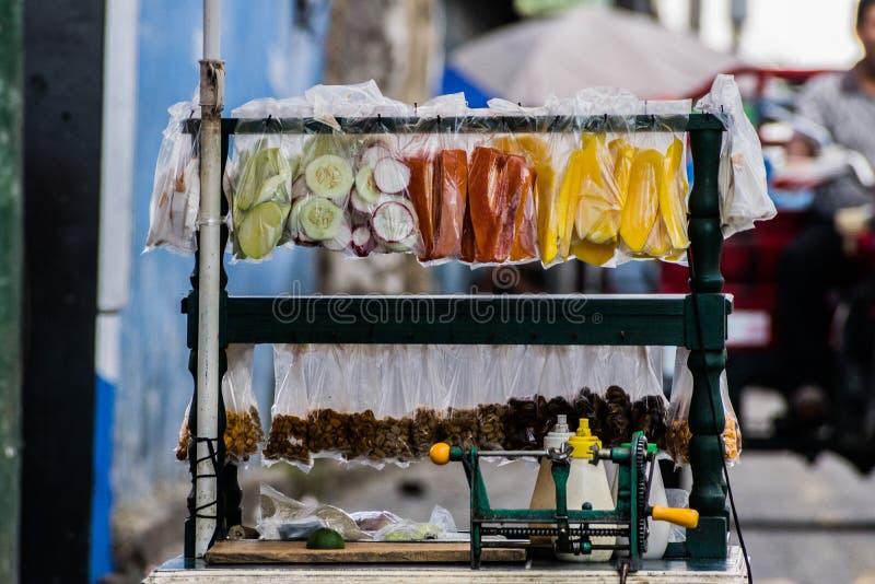 Chariot de fruit photo stock
