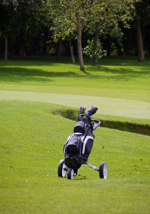 Chariot de golf solitaire photos stock