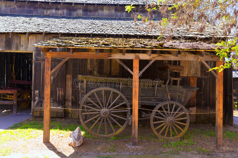 Chariot de la Californie Colombie dans une vieille ville occidentale de fièvre de l'or images stock