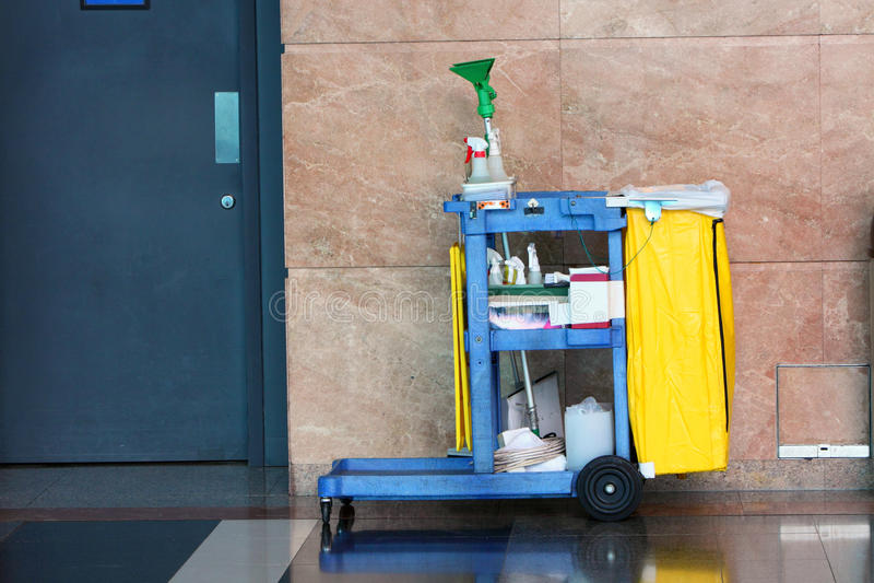Chariot de nettoyage photographie stock