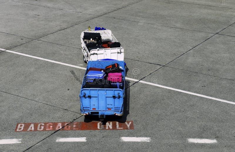 Chariot de salon d'aéroport de bagages seulement photos stock