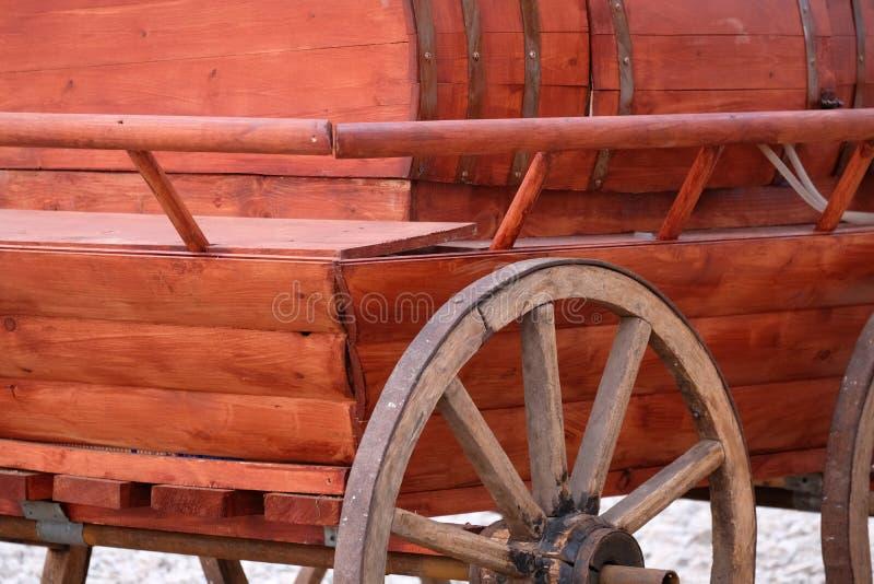 Chariot en bois antique photos stock