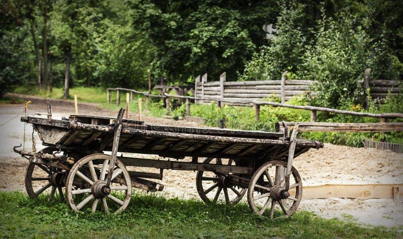 Chariot en bois antique photos libres de droits